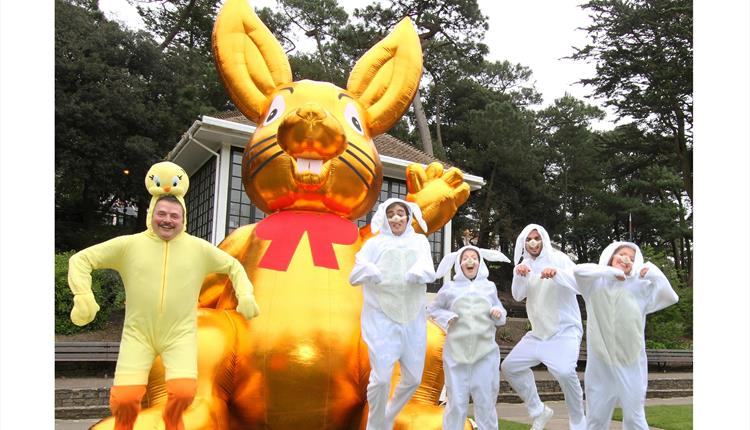 Giant golden easter bunny southbourne bournemouth giant golden easter bunny negle Images