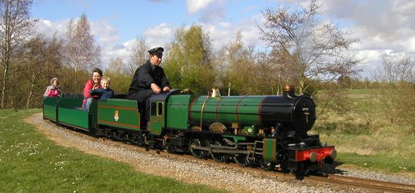 Eastleigh Lakeside Railway Green Train