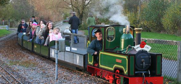 Moors Valley Railway Miniature Train Green