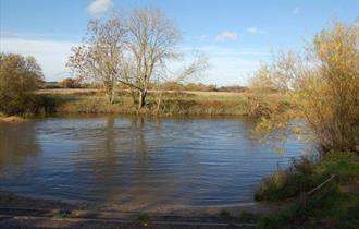 photo of the river Stour on a bright sunny day